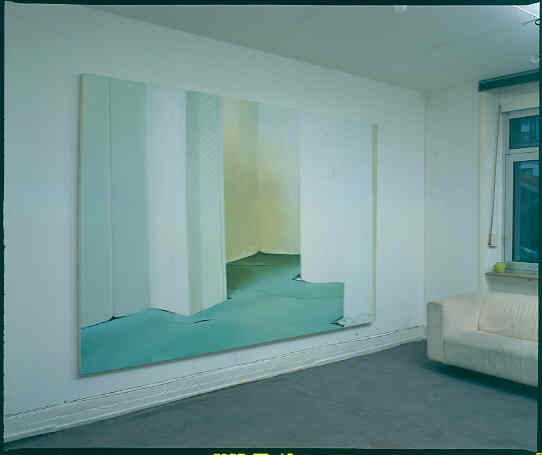 Installationsansicht, Türkiser Teppich, Rautentapete
